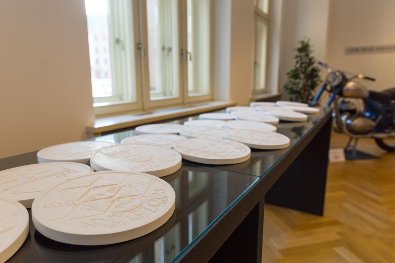ČNB vydala pamětní stříbrnou minci k 600. výročí vydání čtyř pražských artikulů